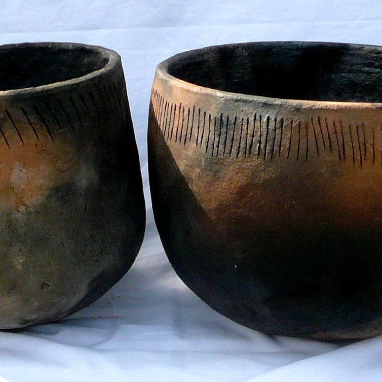 neneolithic style cooking pots